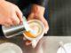 Kapsel-Kaffeemaschine mit Milchaufschäumer Bild
